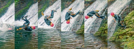 滝壺に飛び込む
